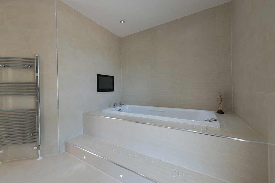 https://www.stately-albion.co.uk/images/default-source/chatsworth-platinum-contemporary-gallery/bathroom-3.jpg?sfvrsn=2